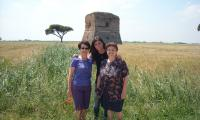 Luisa, Chiara e Miriam in visita alla Torraccia